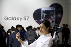 A model poses for photographs with Samsung Electronics' new smartphone Galaxy S7 during its launching ceremony in Seoul, South Korea, in this March 10, 2016 file photo.  REUTERS/Kim Hong-Ji/Files - RTSCR76