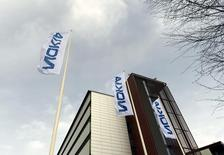Штаб-квартира Nokia в Эспоо. 6 апреля 2016 года. Производитель оборудования для телекоммуникационных сетей Nokia, скорее всего, сократит 10.000-15.000 рабочих мест по всему миру в рамках программы снижения расходов после приобретения франко-американского конкурента Alcatel-Lucent, сообщил представитель финского профсоюза. REUTERS/Antti Aimo-Koivisto/Lehtikuva