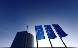 En la imagen, la nueva sede del BCE en Fráncfort, el 21 de enero de 2015. Los riesgos para la salud financiera de la zona euro se han incrementado durante los últimos seis meses debido a nuevas turbulencias en los mercados, débiles ganancias en los bancos y el desempeño de las aseguradoras como un nuevo foco de potenciales problemas, dijo el martes el Banco Central Europeo. REUTERS/Kai Pfaffenbach
