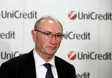 UniCredit congela acuerdo con Santander sobre Pioneer antes de cambio de CEO. Imagen de archivo del CEO de Unicredit, Federico Ghizzoni. REUTERS/Stefano Rellandini