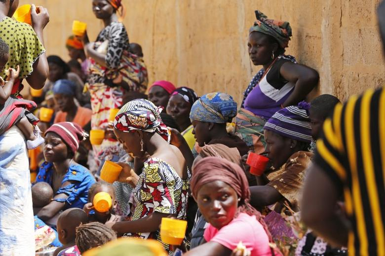 Nigeria returnees and people displaced by Boko Haram insurgence eat and drink at a registration centre in Geidam stadium, Nigeria May 6, 2015. REUTERS/Afolabi Sotunde