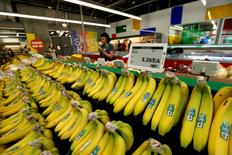 The price of bananas is displayed on a digital price tag at a 365 by Whole Foods Market grocery store ahead of its opening day in Los Angeles, U.S., May 24, 2016. REUTERS/Mario Anzuoni