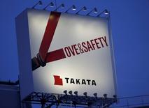 Le comité de pilotage externe de Takata discute avec plusieurs investisseurs, dont le fonds d'investissement américain Kohlberg Kravis Roberts, en vue d'un investissement financier destiné à renflouer l'équipementier automobile japonais. Le quotidien financier Nikkei rapporte jeudi que le fonds d'investissement américain KKR a proposé de prendre une participation de l'ordre de 60% dans le fabricant d'airbags. /Photo pd'archives/REUTERS/Toru Hanai