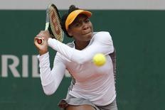 Tennis - French Open - Roland Garros -  Venus Williams of the U.S. vs Anett Kontaveit of Estonia - Paris, France - 24/05/16. Venus Williams hits return.   REUTERS/Pascal Rossignol