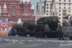 Российские ракетные комплексы Тополь-М на параде в Москве 9 мая 2014 года. Президент России Владимир Путин сказал, что Россия будет вынуждена ответить на расширение системы противоракетной обороны США в Европе и под прицелом могут оказаться Румыния и Польша. REUTERS/Sergei Karpukhin