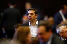 Grecia ha dicho a sus acreedores europeos y del Fondo Monetario Internacional (FMI) que no puede implementar algunos de los cambios extra exigidos a cambio de nuevos préstamos de rescate, dijeron el lunes tres fuentes cercanas a las negociaciones. En la imagen, el primer ministro griego Alexis Tsipras en una ceremonia de la Cumbre Humanitaria Mundial en Estambul, Turquía, el 23 de mayo de 2016. REUTERS/Osman Orsal
