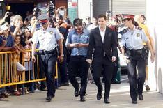Lionel Messi chegando em tribunal em Gavá, Barcelona.    27/09/2013       REUTERS/Albert Gea