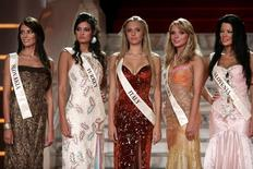Miss Slovakia Magdalena Sebestova, Miss Turkey Merve Buyuksarac, Miss Italy Elizaveta Migatcheva, Miss Hungary Renata Anetta Toth and Miss Slovenia Iris Mulej (L-R) pose during the Miss World 2006 welcome dinner in Warsaw September 3, 2006. More than 100 candidates will take part in the 56th Miss World at the end of September in Poland. REUTERS/Katarina Stoltz (POLAND)