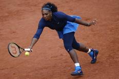 Tennis - French Open - Roland Garros - Serena Williams of the U.S. v Elina Svitolina of Ukraine - Paris, France - 1/06/16. Serena Williams returns the ball. REUTERS/Pascal Rossignol