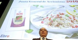Ebro Foods dijo el miércoles que elevará al 40 por ciento su participación en Riso Scotti tras alcanzar un acuerdo para comprar un 15 por ciento adicional de la empresa italiana por 13,5 millones de euros. En la imagen, Antonio Hernández, presidente de Ebro, en la junta de accionistas en Madrid, 1 de junio de 2016. REUTERS/Sergio Pérez