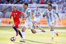 Jogadores da Argentina e Chile durante partida pela Copa América Centeránio, nos EUA.    06/06/2016      Kelley L Cox-USA TODAY Sports