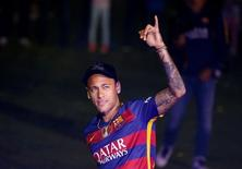 Barcelona's Neymar salutes the crowd during a ceremony celebrating the club's season at Camp Nou stadium in Barcelona, Spain, May 23, 2016. REUTERS/Albert Gea