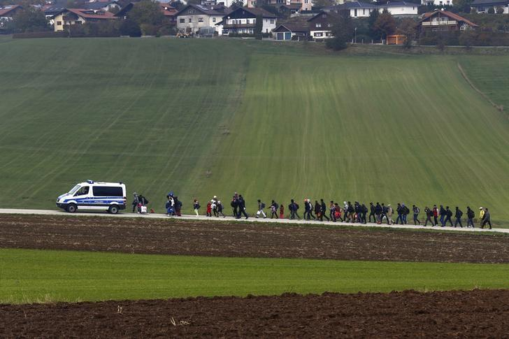 Immigrants are escorted by German police to a registration centre, after crossing the Austrian-German border in Wegscheid near Passau, Germany, October 20, 2015. REUTERS/Michael Dalder
