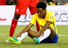 Volante brasileiro Elias durante a derrota contra o Peru na Copa América. 12/06/2016 Winslow Townson-USA TODAY