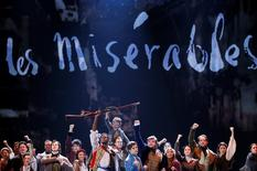"The cast of Les Miserables performs ""Do You Hear the People Sing"" during the American Theatre Wing's 68th annual Tony Awards at Radio City Music Hall in New York, June 8, 2014.  REUTERS/Carlo Allegri"