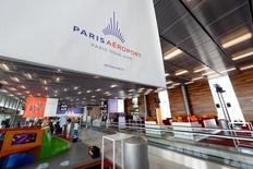 Groupe ADP annonce lundi une hausse de 1,4% du trafic des aéroports parisiens au mois de mai, bénéficiant notamment du trafic en Europe hors de France. /Photo prise le 14 avril 2016/REUTERS/Benoît Tessier