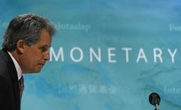 David Lipton asiste a una conferencia en Tokio. Imagen de archivo. 30 de mayo de 2014. China necesita implementar las reformas con más urgencia, ya que su economía sufre vulnerabilidades cada vez mayores y tiene un menor número de elementos amortiguadores para enfrentar una crisis, dijo el martes un funcionario del Fondo Monetario Internacional. REUTERS/Issei Kato