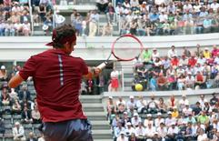 Tennis - Italy Open - Roger Federer of Switzerland v Alexander Zverev of Germany - Rome, Italy - 11/5/16 Federer returns the ball. REUTERS/Stefano Rellandini