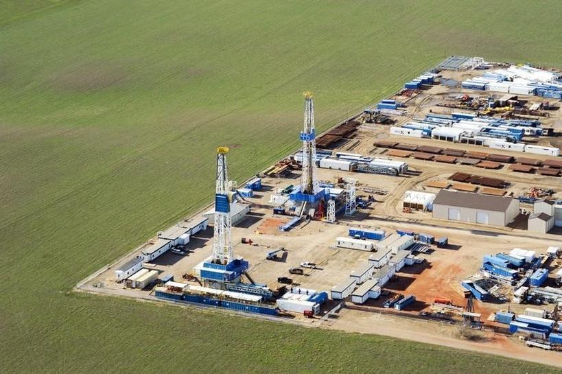 North Dakota oil output posts biggest drop in history | Reuters