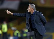 Novo técnico da seleção brasileira, Tite, durante jogo do Corinthians pela Libertadores. 06/04/2016 REUTERS/John Vizcaino
