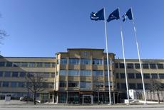Ericsson a déclaré vendredi coopérer avec les autorités américaines dans le cadre d'une enquête sur des soupçons de corruption lors d'opérations remontant à trois ans, un embarras de plus pour le directeur général du groupe suédois d'équipements de réseaux, déjà sous pression. /Photo d'archives/REUTERS/Pontus Lundahl/TT News Agency
