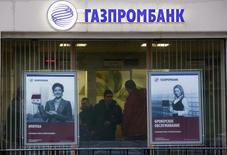 Отделение Газпромбанка в Москве. Центральный банк Бурунди подписал соглашение с российским Газпромбанком, облегчающее иностранные инвестиции в африканское государство, где более года назад разразился политический кризис, лишивший страну помощи Запада. REUTERS/Maxim Zmeyev (RUSSIA - Tags: BUSINESS POLITICS)