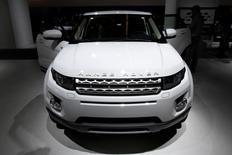 El nuevo auto Range Rover Evoque, visto durante el Show Internacional del Automóvil, en Fráncfort, Alemania. 14 de septiembre 2011. Jaguar Land Rover, la mayor automotriz británica, estima que su beneficio anual podría reducirse en 1.000 millones de libras esterlinas (1.470 millones de dólares) a fines de la década si Reino Unido abandona la Unión Europea, según dos fuentes cercanas a la compañía.REUTERS/Alex Domanski/File Photo