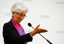 La directora gerente del Fondo Monetario International, Christine Lagarde, instó el viernes a las autoridades británicas y europeas a trabajar en una transición sin sobresaltos para implementar la decisión de Reino Unido de abandonar la Unión Europea.  Imagen de Christine Lagarde durante un discurso en Viena, Austria, el 17 de junio de 2016.  REUTERS/Leonhard Foeger
