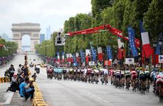The pack of riders cycle on the Champs-Elysees avenue during the 109.5-km (68 miles) final 21st stage of the 102nd Tour de France cycling race from Sevres to Paris Champs-Elysees, France, July 26, 2015.   REUTERS/Stefano Rellandini