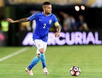 Lateral-direito Daniel Alves durante partida da seleção brasileira.    04/06/2016       Kelvin Kuo-USA TODAY Sports