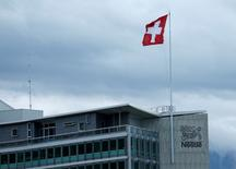 A Swiss flag loats on the headquarters of world food giant Nestle in Vevey, Switzerland April 16, 2016. REUTERS/Denis Balibouse