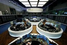 Las bolsas europeas subían el martes por primera vez en tres días, en un intento de recuperación tras las fuertes caídas de las dos sesiones previas, después de la conmoción provocada por la decisión de los británicos de abandonar la UE. En la imagen, la Bolsa de Fráncfort, Alemania, el 24 de junio de 2016. REUTERS/Ralph Orlowski