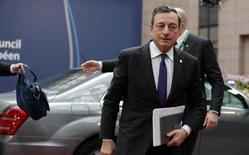 El presidente del Banco Central Europeo, Mario Draghi, llegando a la cumbre europea en Bruselas, Bélgica. 28 de junio de 2016. El presidente del Banco Central Europeo dijo el martes en una cumbre de líderes que el crecimiento de la zona euro se reduciría entre un 0,3 y un 0,5 por ciento en los próximos tres años por la salida de Reino Unido del bloque, según un funcionario. REUTERS/Pascal Rossignol