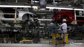 Usine Toyota. La production industrielle du Japon s'est contractée en mai à son rythme le plus rapide en trois mois pour tomber à son plus bas niveau depuis juin 2013. Cette baisse de 2,3% est nettement plus forte que l'estimation médiane des économistes interrogés par Reuters, qui s'attendaient à un recul limité à 0,1%.. /Photo d'archives/  REUTERS/Toru Hana