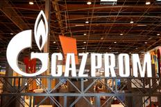 Логотип Газпрома на Всемирной газовой конференции в Париже 2 июня 2015 года. Газпром увеличил поставки газа в Евросоюз и Турцию в первом полугодии на 14,2 процента в годовом сравнении до 10,6 миллиарда кубометров, сказал в четверг глава компании Алексей Миллер. REUTERS/Benoit Tessier