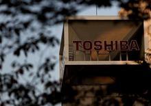 La casa matriz de Toshiba en Tokio, nov 6, 2015. El regulador antimonopolio de Japón aprobó la adquisición por parte de Canon Inc de la unidad de equipamiento médico de Toshiba Corp, aunque emitió una advertencia sobre la manera en que llevaron adelante el acuerdo, que para muchos expertos fue cuestionable.  REUTERS/Yuya Shino/File Photo
