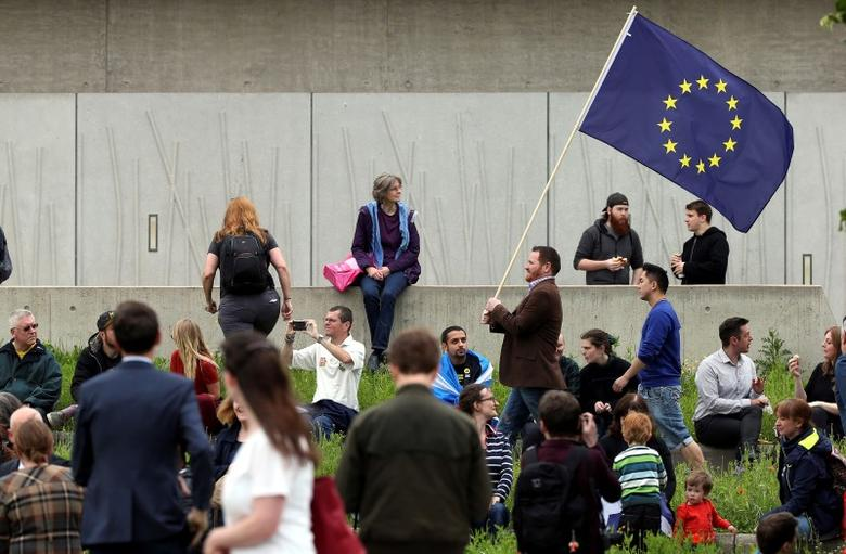 A man waves a European Union flag outside the Scottish Parliament at Holyrood in Edinburgh, Scotland, Britain June 28, 2016.  REUTERS/Scott Heppell  - RTX2IP88