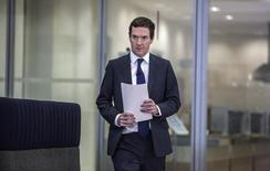 Imagen de archivo del ministro británico de Finanzas George Osborne antes de una conferencia de prensa en Londres.  REUTERS/Richard Pohle/Pool