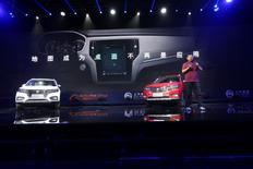 Los autos conectados a internet de Alibaba presentados en un evento en Hangzhou, China. 6 de julio de 2016. El automóvil de la empresa de tecnología china Alibaba conectado a Internet establecerá las bases para que el gigante  chino de comercio electrónico introduzca rápidamente tecnología de conducción automática, dijo a Reuters el miércoles el jefe de tecnología de la firma, Wang Jian. China Daily/via REUTERS.  ATENCIÓN EDITORES: IMAGEN SOLO PARA USO EDITORIAL