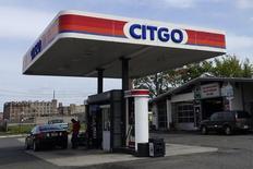 Una gasolinera de Citgo en Kearny, EEUU, sep 24, 2014. Las ventas de petróleo venezolano a Estados Unidos cayeron un 14 por ciento en junio versus el mes anterior, en medio de menores compras de diluyentes por parte de la estatal PDVSA para elaborar mezclas de crudo exportables, según datos de Thomson Reuters sobre flujos comerciales y operadores del mercado.   REUTERS/Eduardo Munoz