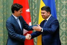 Ukrainian Prime Minister Volodymyr Groysman shakes hands with his Canadian counterpart Justin Trudeau during their meeting in Kiev, Ukraine, July 11, 2016.  REUTERS/Valentyn Ogirenko
