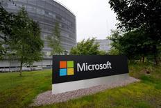 Foto de archivo del logo de Microsoft en la sede finlandesa en Espoo, julio 2015. Microsoft confirmó el lunes el cierre de su unidad finlandesa de teléfonos móviles y el recorte de hasta 1.350 empleos en el país nórdico. REUTERS/Mikko Stig/Lehtikuva. Atención editores: esta imagen fue entregada por terceros, está distribuida como la recibió Reuters.