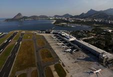 Vista aérea de aeroporto Santos Dumont, no Rio de Janeiro.  25/4/2016. REUTERS/Ricardo Moraes