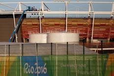 Funcionários trabalham em Parque Olímpico da Rio 2016,  11/7/2016. REUTERS/Bruno Kelly
