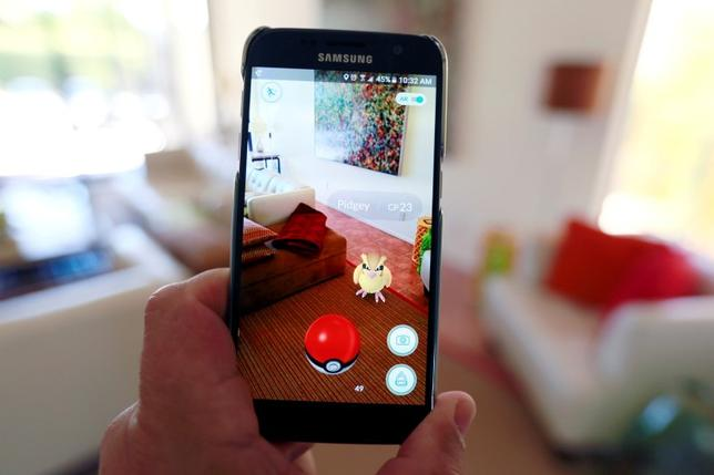 The augmented reality mobile game ''Pokemon Go'' by Nintendo is shown on a smartphone screen in this photo illustration taken in Palm Springs, California U.S. July 11, 2016.  REUTERS/Sam Mircovich/Illustration