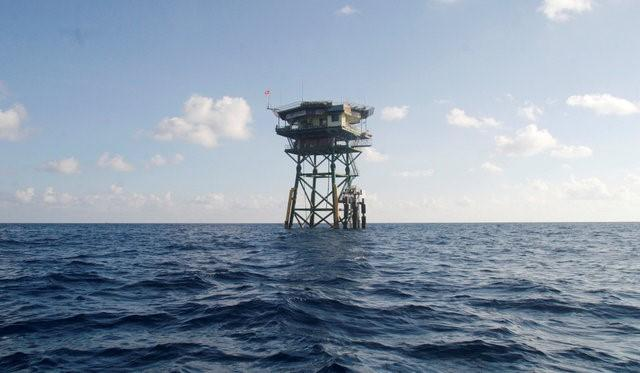 A Vietnamese floating guard station is seen on Truong Sa islands or Spratly islands in this April 12, 2010 picture. REUTERS/Stringer/File Photo