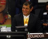 El presidente de Ecuador, Rafael Correa, asiste a una reunión de alto nivel sobre la iniciativa Yasuní ITT en la 66 Asamblea General de Naciones Unidas en la sede de la ONU en Nueva York, 23 de septiembre de 2011. Ecuador reportó el jueves el hallazgo de unos 750 millones de barriles de crudo en reservas adicionales a las existentes en su mayor bloque petrolero ITT, con lo que el potencial del yacimiento sube a unos 1.670 millones de barriles. REUTERS/Eric Thayer