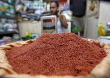 Хлоркалий в магазине в Калькутте. 17 февраля 2016 года. Немецкая калийная компания K+S будет поставлять свою продукцию в Индию по такой же минимальной за последние десять лет цене, на которую согласились и другие поставщики, сообщили Рейтер три источника в отрасли. REUTERS/Rupak De Chowdhuri