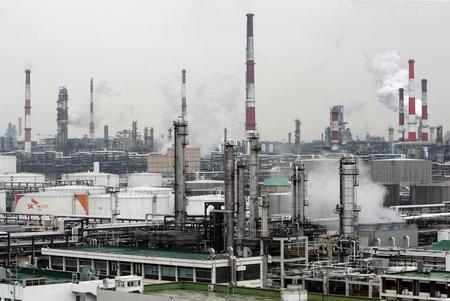 Нефть дешевеет на фоне опасений о перенасыщении рынка