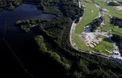 Vista aérea do campo de golfe dos Jogos Rio 2016 e do Parque Natural de Marapendi. 20/07/2016 REUTERS/Ricardo Moraes
